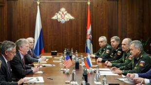جان بولتون، مشاور امنیت ملی آمریکا سهشنبه اول آبان/ ٢٣ اکتبر ٢٠۱٨ با همتای روس خود سرگئی شویگو در مسکو دیدار و گفتوگو کرد.