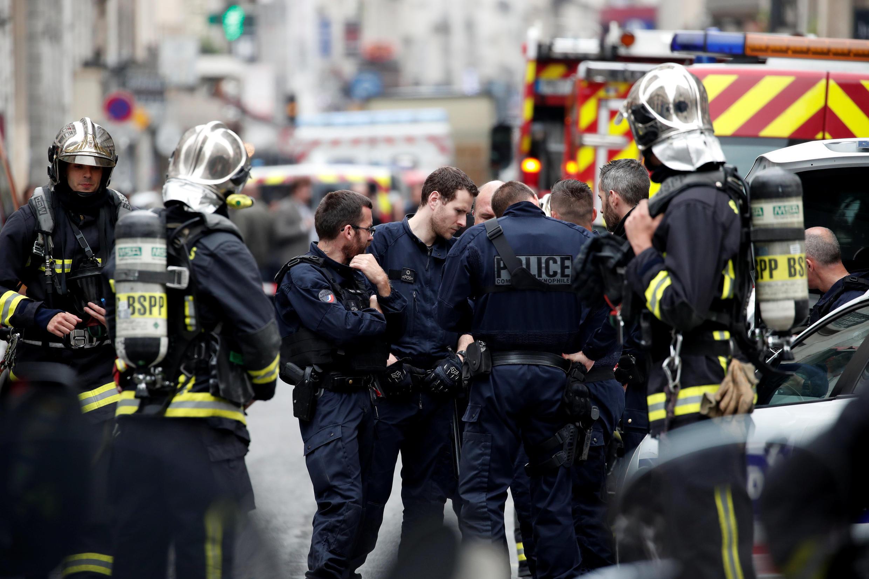Французская полиция держала оцепление более четырех часов.