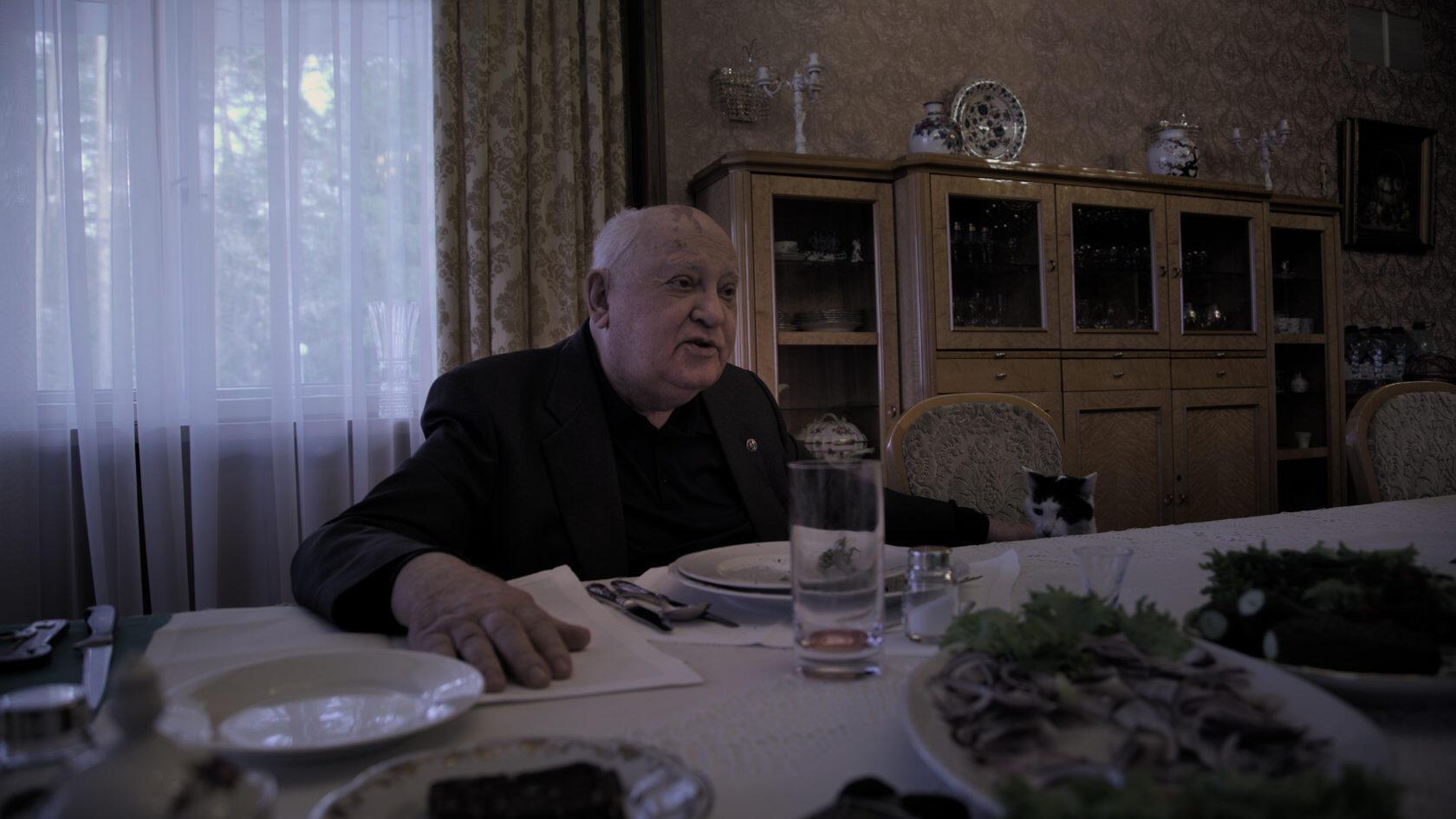 Кадр из фильма Виталия Манского «Горбачев. Рай»