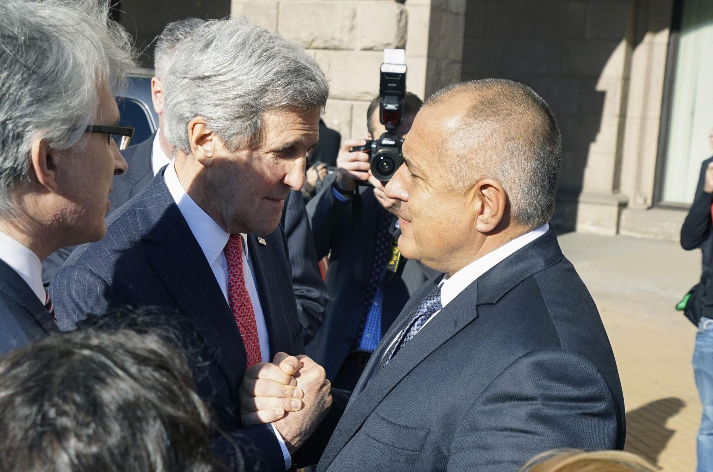 Госсекретарь США Джон Керри и премьер-министр Болгарии Бойко Борисов после совместной пресс-конференции в Софии 15/01/2015