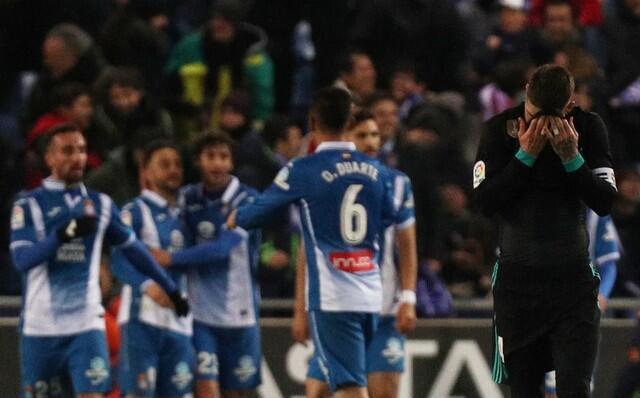 'Yan wasan kungiyar Espanyol, yayin da suke murnar zura kwallo a ragar Real Madrid cikin mintunan karshe na wasan La liga da suka buga.