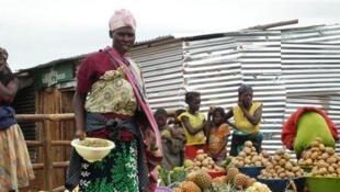 Des Angolaises, productrices et vendeuses des fruits et légumes.
