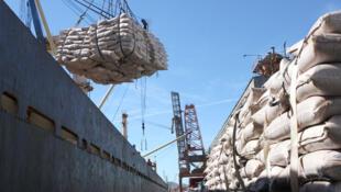 As exportações da Argentina, Uruguai e Paraguai ao Brasil vêm caindo em torno de 25% ao mês.