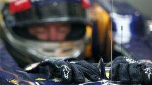 O piloto alemão, Sebastian Vettel, durante treino para o GP da Índia nesta sexta-feira, 26 de outubro.