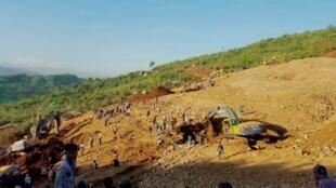 缅甸克钦邦玉矿山体滑坡搜救2015年11月21日