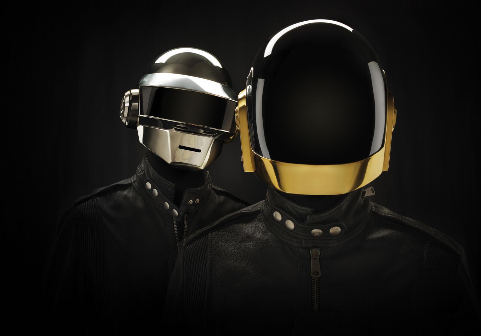 """Сценические шлемы """"танцующих роботов"""" дуэта Daft Punk - Тома Бангальтера и Ги-Манюля де Омем-Кристо"""