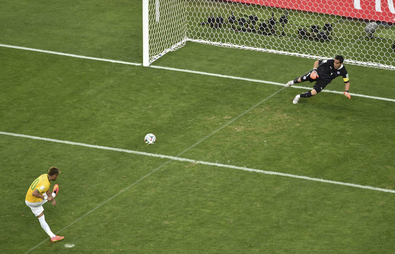 Neymar akifunga penalti dhidi ya Chile
