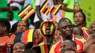 Mashabiki wa Uganda wakishabikia timu yao ya taifa.