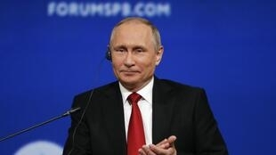 Le président Vladimir Poutine lors d'une intervention au Forum économique international de Saint-Pétersbourg, ce vendredi 2 juin 2017.