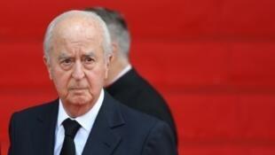 Edouard Balladur llega a la iglesia de Saint-Sulpice para el funeral del presidente Jacques Chirac, el lunes 30 de septiembre en París