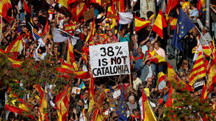 Miles de personas participaron en Barcelona este 29 de octubre en una manifestación por la unidad de España.