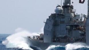 Chiến hạm USS Cowpens trên Biển Đông (U.S. Navy / Josiah Connelly)