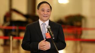 Ông Lý Thư Phúc (Li Shufu) - nhà sáng lập kiêm chủ tịch tập đoàn Geely của Trung Quốc - đại biểu Quốc Hội Trung Quốc, trả lời truyền thông trước lễ bế mạc kỳ họp Quốc Hội ngày 20/03/2018.