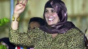 Imagem da viúva de Kadafi, Safia, no canal de TV France 24.