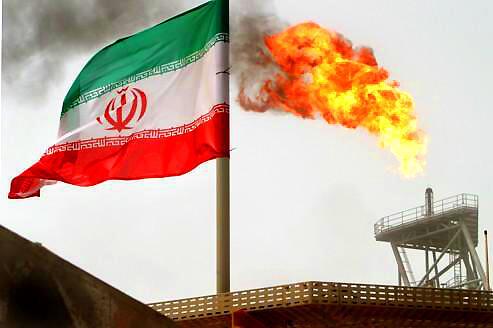 Quốc kỳ Iran tại mỏ dầu Soroush, Vịnh Ba Tư.