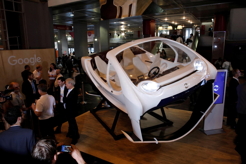"""Taxi bay"" của hãng Pháp SeaBubbles, tại hội chợ VivaTech Paris 2017."