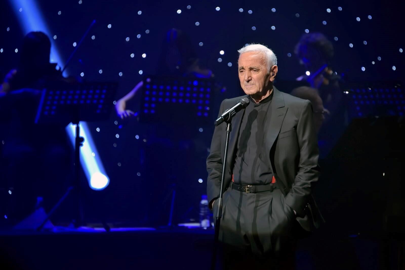 Charles Aznavour wakati akiendesha tamasha, Palais des Sports, Paris Ufaransa, Septemba 2015.