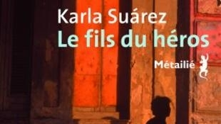 """La novela de Karla Suárez aparece en francés bajo el título """"Le fils du héros""""."""