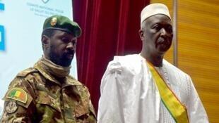 Sabon shugaban wucin gadi na Mali Bah Ndaw da mataimakinsa KanarAssimi Goita a Bamako, Mali.