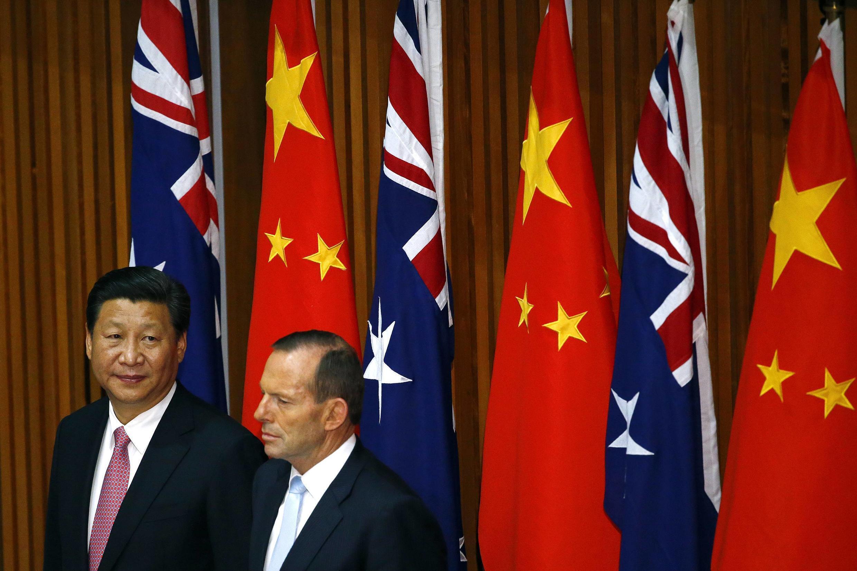 Le président chinois Xi Jinping et le Premier ministre australien Tony Abbott à Camberra, le 17 novembre 2014.