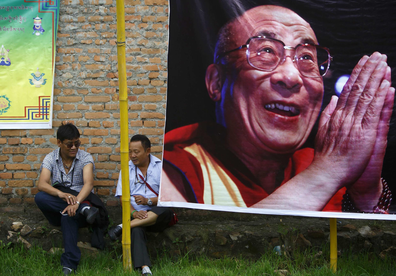 Retrato de Dalai Lama em Kathmandu, Nepal, para as comemorações dos 79 anos do líder máximo do budismo tibetano.