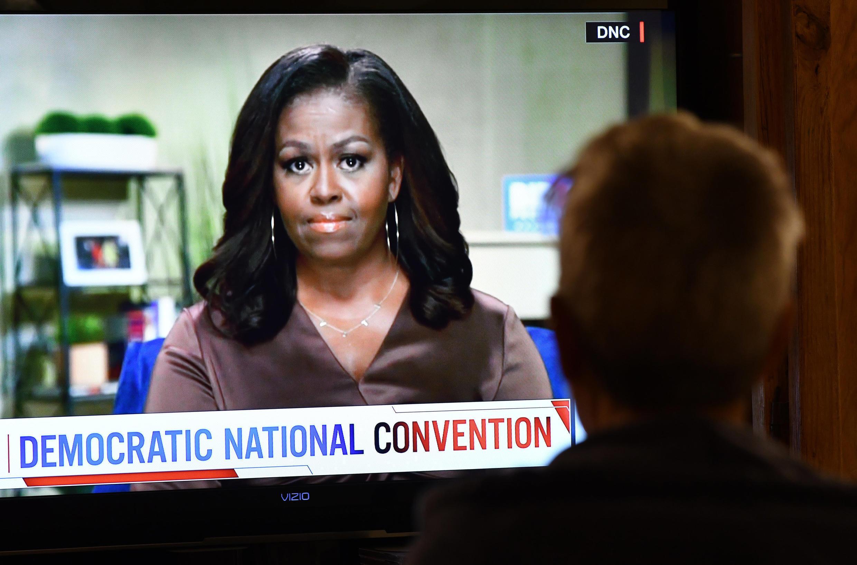A ex-primeira-dama Michelle Obama encerrou o primeiro dia da convenção democrata em formato virtual, instalada em Milwaukee, Wisconsin, um estado chave que Trump venceu de maneira surpreendente em 2016.