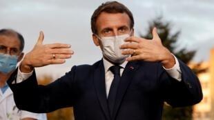 法國總統馬克龍到訪巴黎近郊一家醫院
