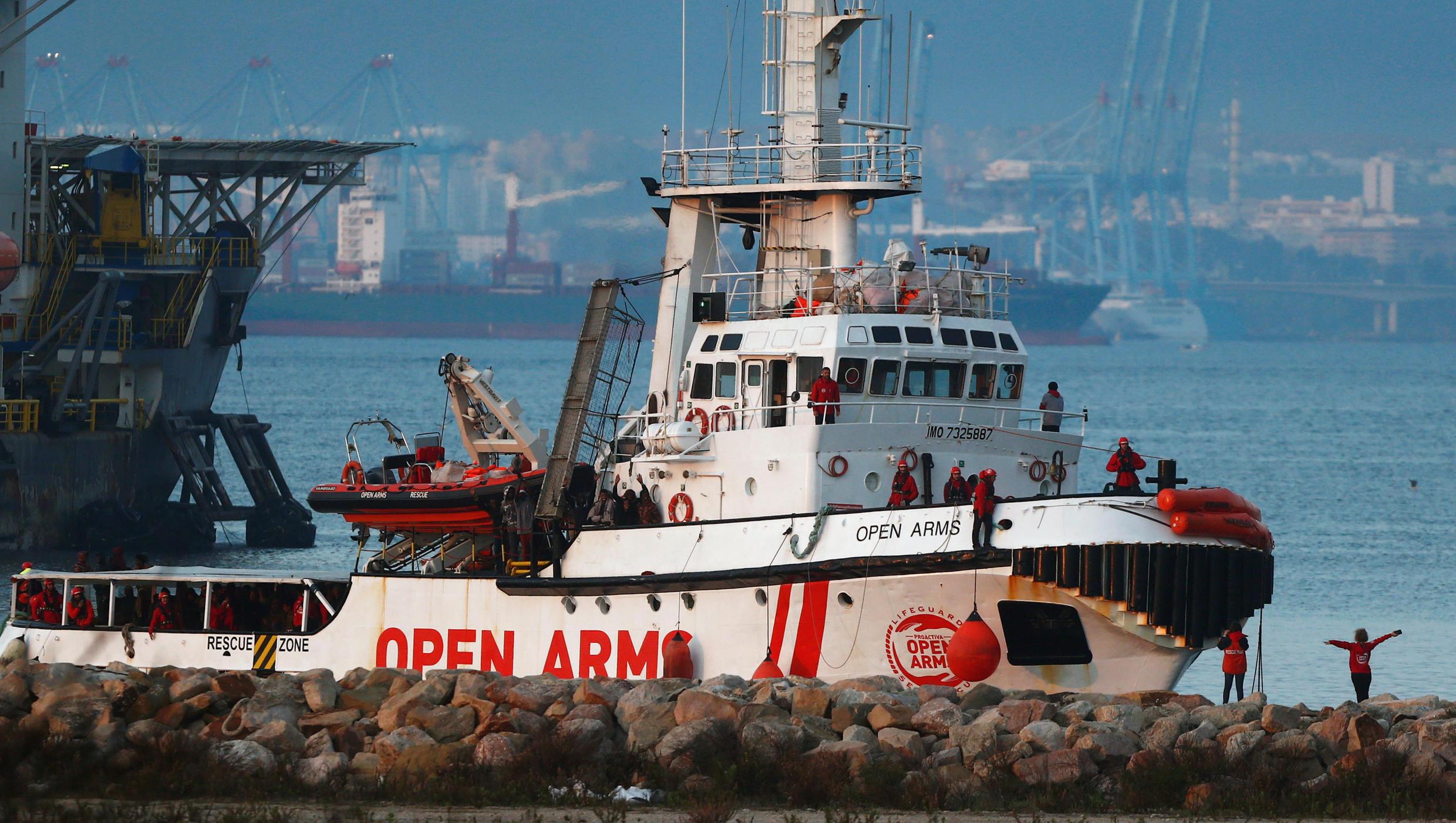 Судно Open Arms прибыли в Испанию с 300 спасенными мигрантами на борту, 28 декабря 2018 г.