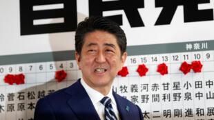 Waziri Mkuu wa Japan Shinzo Abe katika makao makuu ya chama chake, LDP, Tokyo, Oktoba 22, 2017.