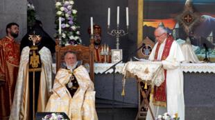 سخنرانی پاپ فرانسیس در کلیسای ارامنه در شهر  Etchmiadzin  در ارمنستان. یکشنبه ٢۶ ژوئن ٢٠۱۶