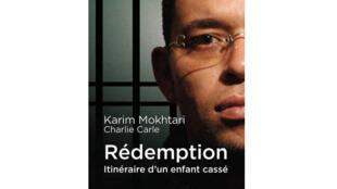 Couverture de «La rédemption - itinéraire d'un enfant cassé» de Karim Mokhtari et Charlie Carle aux éditions Scrineo.