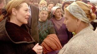Экс-глава МИДа Австрии Бенита Ферреро-Вальднер на встрече с чеченскими женщинами.