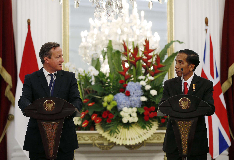 Thủ tướng Anh David Cameron (trái) và Tổng thống Indonesia Joko Widodo, tại Jakarta ngày 27/07/2015.