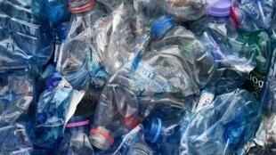 Le Sénat français s'est opposé à la consigne des bouteilles en plastiques dans le cadre du projet de loi antigaspillage.