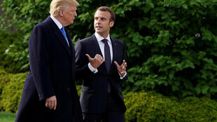 Presidente Donald Trump e o homólogo francês, Emmanuel Macron, nos jardins da Casa Branca.