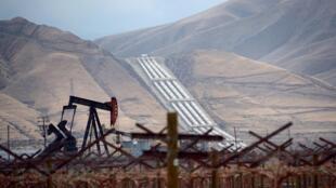 Một mỏ dầu tại California, Mỹ. Ảnh tháng 3/2014.