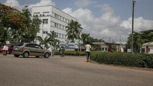 Des patients à l'entrée de l'hôpital national d'Abuja, la capitale du Nigeria (image d'illustration).