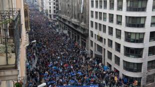 Gần 160 000 người đã biểu tình ở Barcelona, Tây Ban Nha ủng hộ đón tiếp người tị nạn, ngày 18/02/2017