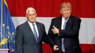 Donald Trump (d) et son colistier Mike Pence, ici lors d'un meeting dans l'Indiana, le 12 juillet 2016.