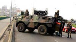Les militaires français de la force Licorne dans les rues d'Abidjan, en novembre 2004.
