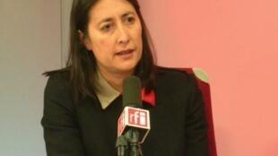 Isadora Zubillaga en los estudios de RFI.