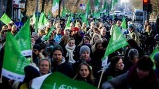 Manifestation dans les rues de Copenhague pour protester contre le lock-out de tous les enseignants, dans les écoles publiques le 2 avril 2013.