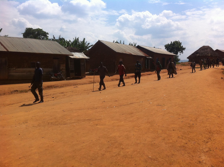 Un groupe de Maï Maï Mazembe à Kimaka, la localité voisine de Buleusa.