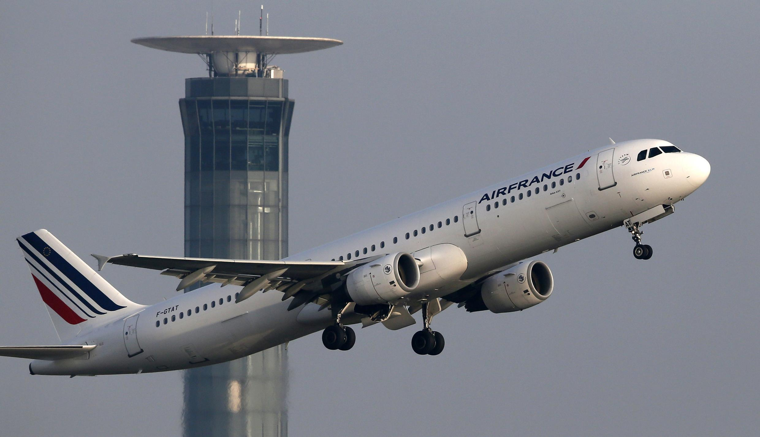 Air France cancelled 40 percent of medium-haul flights on April 8 due to an air traffic controllers' strike.