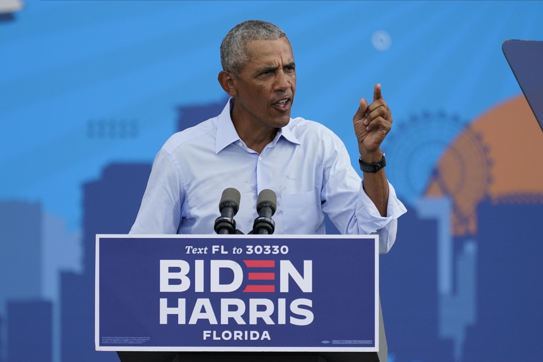 Rais wa zamani Barack Obama akizungumza katika mkutano kwa niaba ya Biden huko Orlando, Florida, Oktoba 27, 2020.