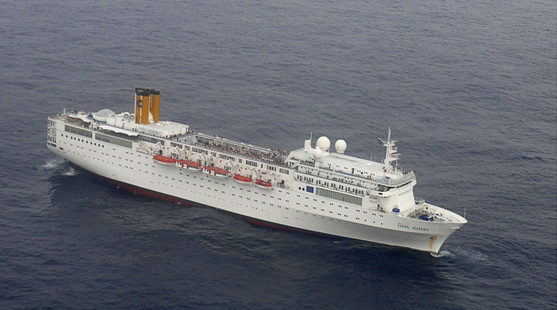 Imagem desta segunda-feira mostra o navio Costa Allegra à deriva no Oceano Índico.