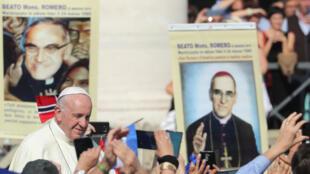 O Papa Francisco após a canonização do Papa Paulo VI e do arcebispo de El Salvador Oscar Romero, no Vaticano, em 14 de outubro de 2018.