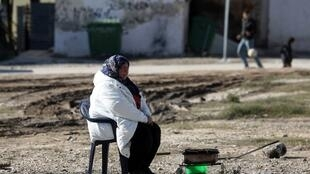 Temperatura cai abaixo de zero pela primeira vez na Grécia. Migrantes são retirados de suas tendas e realocados em estruturas governamentais por causa do frio. Imagem de 1° de dezembro de 2016.