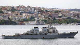 Tầu khu trục USS Ross của Mỹ tại vịnh Bosphorus, Thổ Nhĩ Kỳ, ngày 03/06/2015.