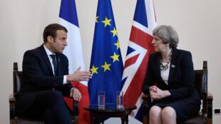 Emmanuel Macron និង Theresa May ក្នុងឱកាសកិច្ចប្រជុំ G7 នៅអ៊ីតាលី